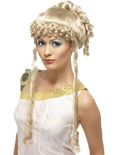 Kreikkalaisen Jumalattaren peruukki. Kreikkalaisen Jumalattaren peruukissa pitkät vaaleat hiukset on kammattu ylös poninhännälle. Kasvoja kehystävät pienille kiharoille kiharretut otsahiukset sekä kasvojen sivuilla roikkuvat kiharretut osiot.