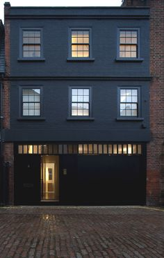 Luxury London mews in fashionable Marylebone - Adelto Warehouse Apartment, Warehouse Living, London Apartment, Mews House, Up House, House Front, London Architecture, Interior Architecture, Black Exterior