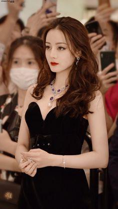 Beautiful Girl Makeup, Beautiful Chinese Girl, Beautiful People, Korean Girl Fashion, Look Fashion, Women In China, Uzzlang Girl, China Girl, Girl Pictures
