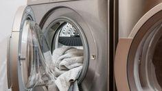Všichni opěvují ocet, ale toto je stokrát lepší: Žena opraváře praček mě naučila, jak nejrychleji vyčistit celou pračku! – Domaci Tipy Portable Washing Machine, Clean Your Washing Machine, Washing Machines, Soap Nuts, Washing Soda, Wood Source, Home Tools, Doing Laundry, Quites