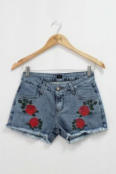 Short Bordado Rosa R$ 114,90