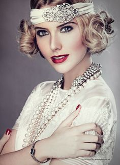 ** 1920s style headpiece and pearls