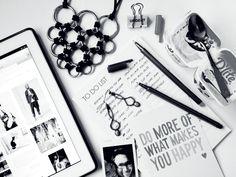 Monochrome love | perfect black and white flatlay.