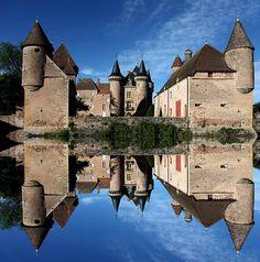 La Clayette Castle - Château La Clayette, via Flickr.