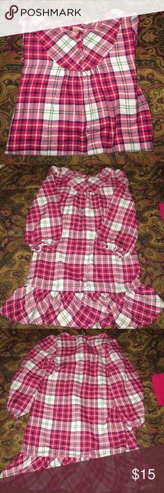 Little Girls Flame Resistant Plaid Nightgown This gown is in great condition. No rips stains or tears. I love the ruffle bottom hem. So warm and cozy💕💕💕Great for the holidays! Gymboree Pajamas Nightgowns