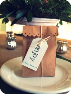 cute favor bag for Christmas table but any other holiday this would work too