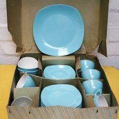 Vintage Mawston Melamine 21 piece picnic set vintageactually.co.uk