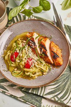 Marinált csirkemell pesztós cukkini-spagettivel | Street Kitchen Thai Red Curry, Grilling, Bbq, Dinner, Ethnic Recipes, Kitchen, Street, Food, Barbecue