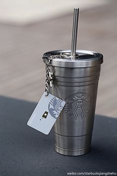 Accessories of the week - the metallic Starbucks mug Starbucks Coffee Cups, Starbucks Tumbler, Starbucks Drinks, Coffee Drinks, Coffee Mugs, Copo Starbucks, Café Chocolate, Cute Water Bottles, Cute Cups