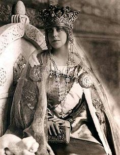 Queen Marie of Romania in her Coronation Robes, 1922 Royal Jewels, Crown Jewels, History Of Romania, Romanian Royal Family, Romanian Girls, Maud Of Wales, Casa Real, Tiaras And Crowns, Royal Crowns