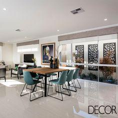 Idealizada pelo escritório Ben Trager Homes, morada de 372 m² compreende layout funcional, concedendo interação entre os moradores enquanto ocupam a área social e privacidade ao se acomodarem na ala íntima.
