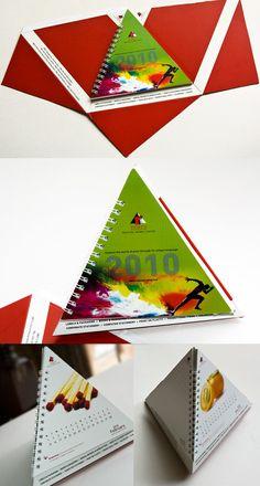 Triangular desk calendar