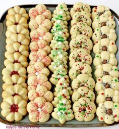 Christmas Spritz Cookies « Valya's Taste of Home What holiday dessert plate would be complete without these incredible Christmas Spritz Cookies Recipe? These may be the most popular, classic Christmas cookies you'll ever make. Best Christmas Desserts, Holiday Cookie Recipes, Christmas Cooking, Holiday Baking, Christmas Mood, Christmas Music, Macaroons Christmas, Christmas Cupcakes, Holiday Cookies