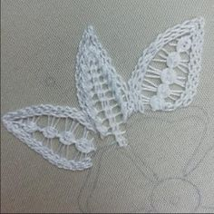 Diy Embroidery Patterns, Hand Embroidery Videos, Embroidery Stitches Tutorial, Embroidery Flowers Pattern, Creative Embroidery, Crewel Embroidery, Embroidery Techniques, Ribbon Embroidery, Brazilian Embroidery