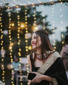 7 Easy-Peasy Bridal/ Bridesmaids Hairstyles You Need To Save Right Now! Indian Bridal Outfits, Indian Bridal Fashion, Indian Fashion Dresses, Dress Indian Style, Indian Designer Outfits, Indian Gowns, Saree Designs Party Wear, Party Wear Sarees, Sarees For Girls