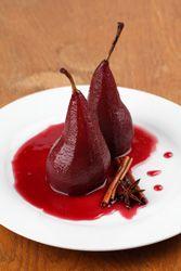 Poires pochées au vin rouge et à la cannelle