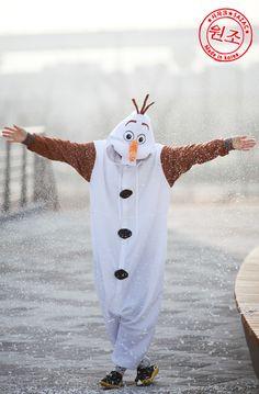 Olaf in Frozen Adult Costume Animal Kigurumi Pajamas Unisex Cosplay Onesie For All Season. Very Sweet! Frozen Halloween Costumes, Olaf Costume, Frozen Costume, Halloween Kids, Halloween Party, Animal Pajamas, Kids Pajamas, Animal Costumes, Adult Costumes