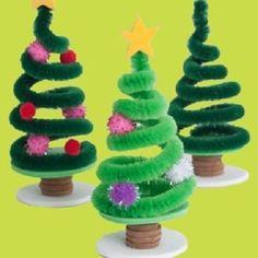 Christmas Crafts for kids / Mini sapin de Noël en cure pipe Christmas Tree Crafts, Mini Christmas Tree, Christmas Projects, Simple Christmas, Holiday Crafts, Christmas Holidays, Christmas Gifts, Funny Christmas, Santa Crafts