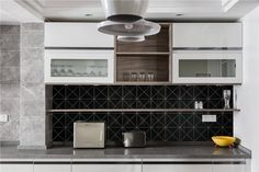 Modern Kitchen backsplash design, finished with 4 inch cross junction triangle tile. #homedecor #homedecorideas #interior