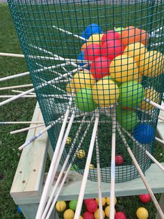 You are viewing giant kerplunk this set is perfect for parties, company functions, holiday events, weddings and even just by the camp fire. Kit (1) Stand made sturdy fur pine and measures 2 1/2 feet (1) Cage (30) Wood Dowels (100) plastic balls