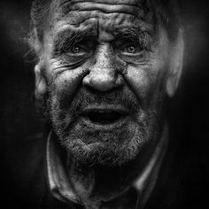 This post showcase stunning black and white portraits of homeless people taken by Lee Jeffries. He started taking homeless people photos when he met a young Lee Jeffries, Eric Lafforgue, Homeless People, Homeless Man, Steve Mccurry, Street Photography, Portrait Photography, White Photography, Old Faces