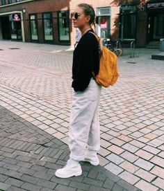 The white Mono boot. Photo by sheilawdm. White Dr Martens, Red Doc Martens, Doc Martens Boots, Dr. Martens, Dr Martens Style, Dr Martens Outfit, White Ankle Boots, Designer Boots, Work Outfits