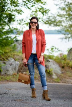Today I'm styling a cocoon cardigan for fall. Throw it on over a white tee, add skinny jeans and ankle boots, and you've got a stylish and comfortable fall outfit!