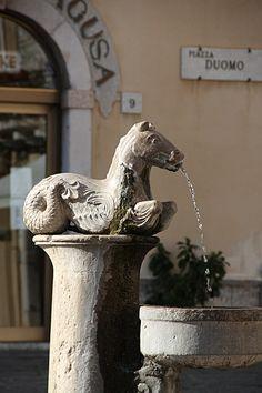 Piazza-Duomo, Taormina Garden Features, Water Features, Hand Pump Well, Best Of Italy, Regions Of Italy, Arte Popular, Italy Travel, Fountain, Garden Sculpture