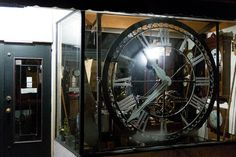 Now THAT'S an impactful window display. You could even make your own (non-functioning) clock for a New Year's window