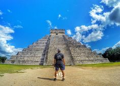Wandering at 7th Wonder of the World CHICHIN ITZA PYRAMID YUCATAN MEXICO . #beingatraveler #bilalazam #blogger #backpacker #explorer #adventurist #worldtravel #travel #pyramid #chichinitza #mexico #city #stair #sky #bluesky #photos #photography #beauty #triangle #ancien#tourism #tourist #tour #rtw #worldwide #wanderlust