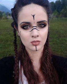 Maquillage Viking, Maquillage De Sorcière, Maquillage Des Yeux, Ongles De  Sorcière, Cheveux