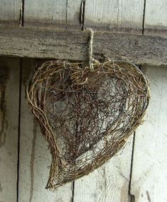 Twig heart  ********************************************  (repin) - #twig #heart #crafts #rustic - ≈√