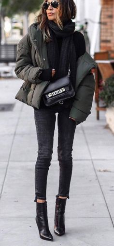 cozy outfit idea : jacket + sweater + bag + skinny jeans + boots