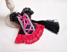 Bijou de sac corset bustier noir et rose par Lacaudrycreation