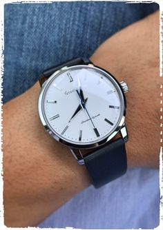 Those are some really good closeups! Seiko Automatic Watches, Seiko Watches, Awesome Watches, Best Watches For Men, Seiko Mechanical Watch, Affordable Watches, Watch Companies, Omega Watch, Jewelry Watches