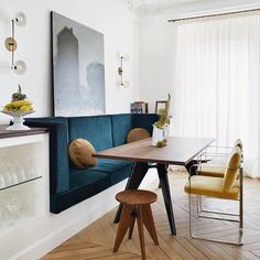 An inspired dining nook. Perfect spot for Sunday brunch with family and friends. Happy Sunday everyone! Banquette Seating In Kitchen, Kitchen Benches, Dining Nook, Dining Room Design, Kitchen Nook, Bench Seat Dining Room, Booth Seating In Kitchen, Dining Stools, Wall Seating