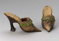1730s-1740s, Europe - Pair of women's mules - Silk and mettalic brocade, silk satin, metallic and silk trim, leather and silk satin lining,and leather heel and sole