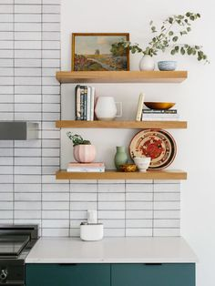 Mid Century Modern Shelf Styling and Simple Living with Aera for Home. - Mid Century Modern Shelf Styling and Simple Living with Aera for Home. Home Decor Kitchen, Kitchen Interior, Home Kitchens, Diy Home Decor, Room Decor, Kitchen Furniture, Decorating Kitchen, Tiny Kitchens, Cottage Kitchens