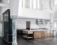 A masterful melding of old world craftsmanship and contemporary design, this London church conversion by interior designer Harriet Holgate and the bespoke furniture specialists at Rupert Beven Ltd. Interior Exterior, Kitchen Interior, Interior Design, Architecture Design, Church Architecture, Church Conversions, Cocinas Kitchen, Kirchen, Interior Inspiration