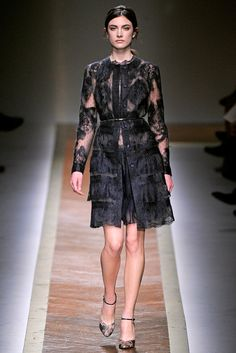 Valentino Fall 2011 Ready-to-Wear Collection Slideshow on Style.com