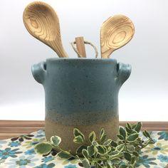 Kitchen Utensils Holder Pottery 56 Ideas For 2019 Ceramic Utensil Holder, Kitchen Utensil Holder, Kitchen Storage, Kitchen Utensils, Kitchen Gadgets, Diy Tile Backsplash, Before And After Diy, Wine Chiller, Wine Coolers