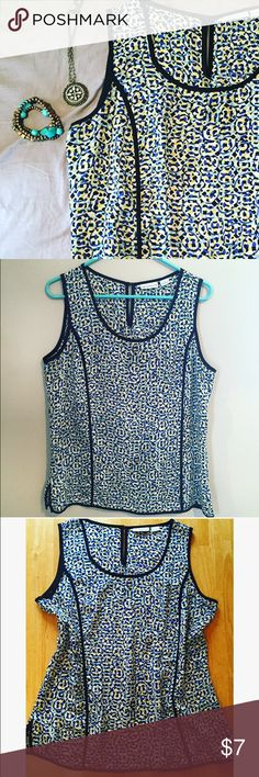 Liz Claiborne tank top 🍁 In great shape- cute for work and looks nice with a cardigan! Liz Claiborne Tops Blouses