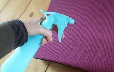 DIY #11 : Spray nettoyant écologique pour tapis de yoga.