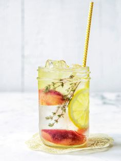 Pêche + Citron + Thym Eau Detox Detox water ☆ Join our Pinterest Fam: @SkinnyMeTea (144k+) ☆ Oh, also use our code 'Pinterest10' for 10% off your next teatox ♡