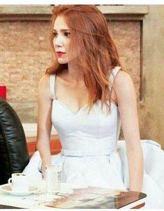 Turkish Fashion, Turkish Beauty, Prettiest Actresses, Beautiful Actresses, Photos Des Stars, Dakota Johnson Hair, Elcin Sangu, Trending Photos, Redhead Girl