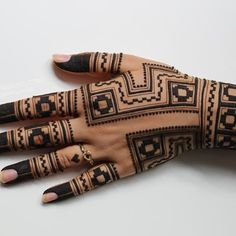 New tattoo traditional small hands 31 Ideas Tribal Henna Designs, Modern Henna Designs, Finger Henna Designs, Mehndi Designs For Fingers, Simple Mehndi Designs, Khafif Mehndi Design, Mehndi Design Pictures, Dulhan Mehndi Designs, Mehndi Art Designs