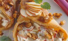 Gefüllte Palatschinken mit Nusskrokant   Knorr Snack Recipes, Snacks, Clean Eating Recipes, Apple Pie, Pancakes, Chips, Tasty, Baking, Healthy