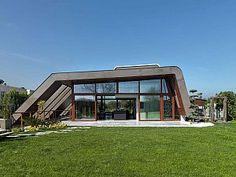 Boran Ekinci Mimarlık tarafından tasarlanan Narlıdere Evi, İzmir'de bulunuyor.
