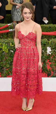 Maisie Williams @ SAG Awards: Red cut-out dress, gold heels paired with burgundy lips