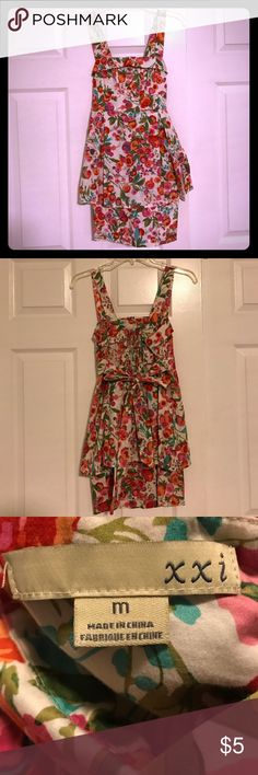 Floral dress Clearing out my closet - $5 sale  Negotiate, bundle, save. :) Forever 21 Dresses